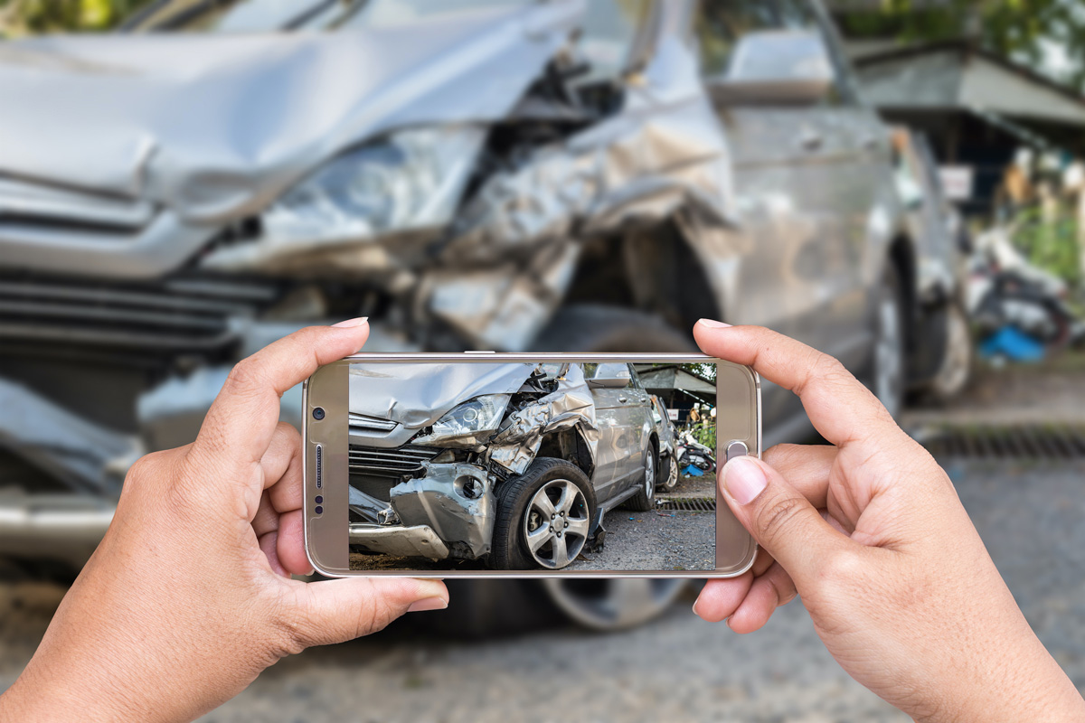 Take photo of a car accident in East Nashville